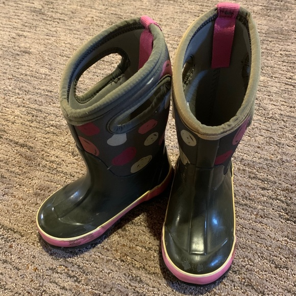 Toddler girl size 9 bogs winter boots